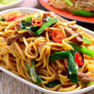 Garlic-Flavored Chinese Fried Noodles